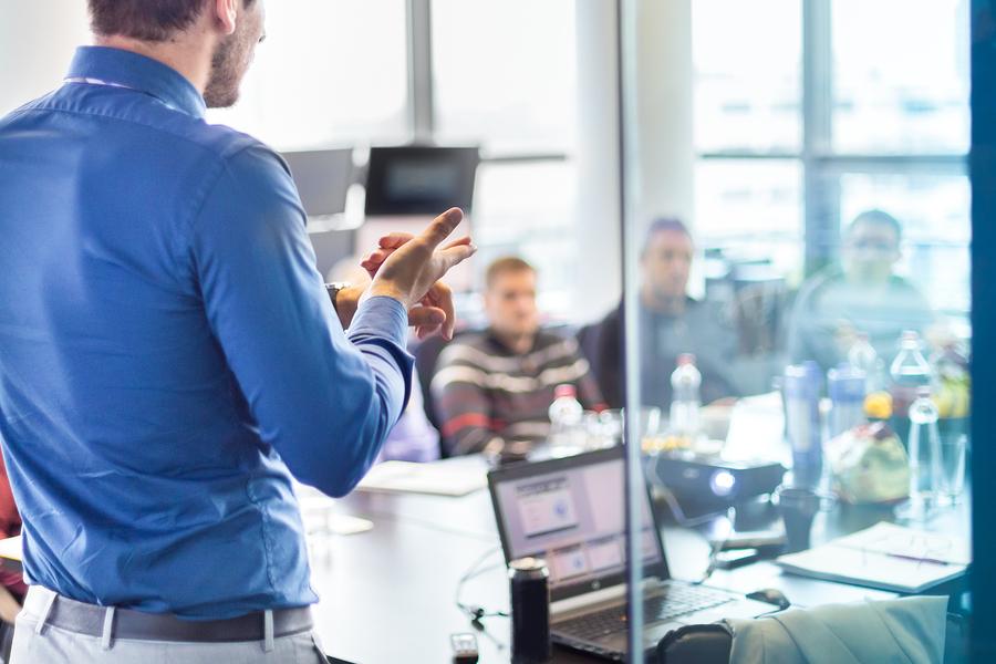 Organizar reunión de negocios